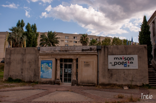De pronto, en mitad de Montpellier, aparece la casa de la poesía