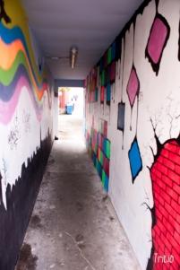 Atraviesa el pasillo del color.